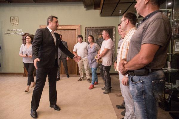 Andrej Danko na stretnutí so zástupcami farmárov v parlamente.