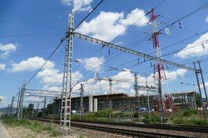 Za železnicou mostný objekt S 205.