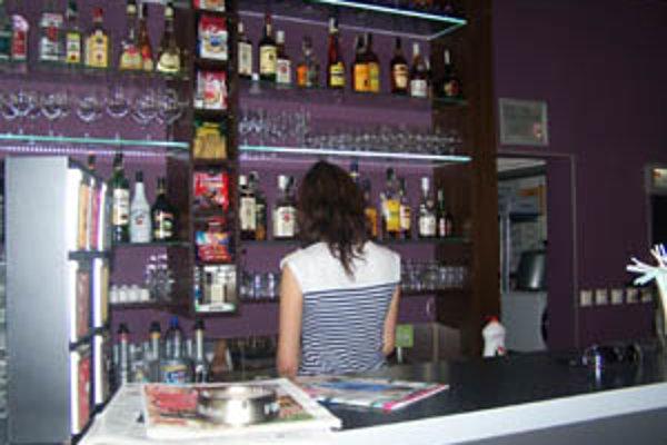 Ozbrojené prepady v žilinských podnikoch. Čašníčky majú strach.