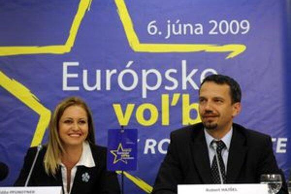 Výsledky oficiálne oznámili predsedníčka ÚVK Edita Pfundtner a riaditeľ Informačnej kancelárie EP v SR Robert Hajšel.