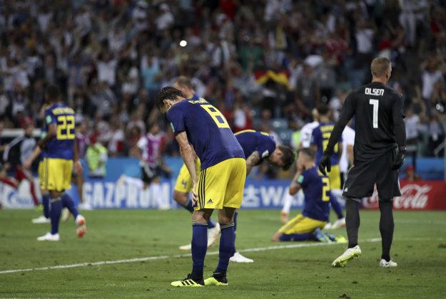 Futbalisti Švédska smútia po zbabranom závere.