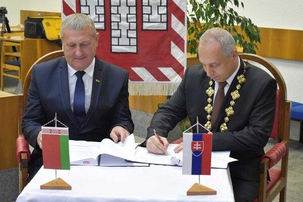 Zmluvu podpísali predstavitelia oboch miest počas Dní mesta.