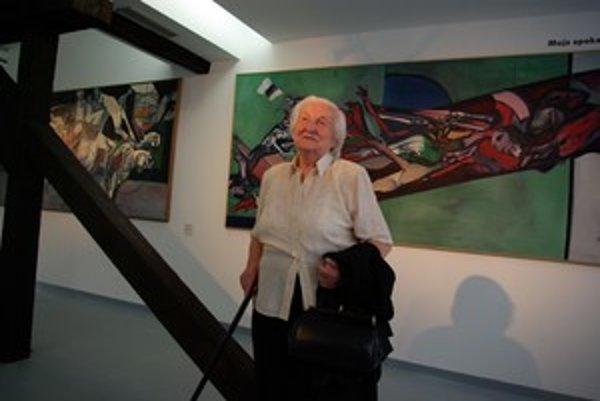 Diela Vincenta Hložníka darovala galérii jeho rodina. Na snímke z vernisáže je jeho sestra Margita Mazúrová.