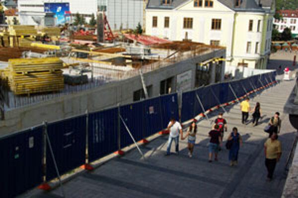 Stavba Hradu má povolenie len po nulté podlažie.