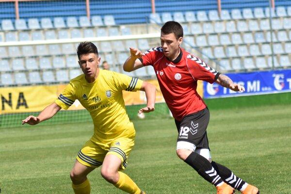 Jeden znajlepších hráčov tímu Roman Begala (vľavo).