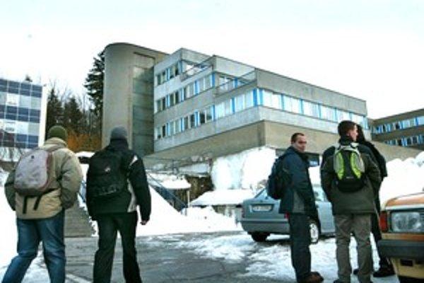 Fakulta riadenia a informatiky Žilinskej univerzity na archívnej fotografii z roku 2005.