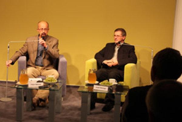 Jozef Šelinga (vpravo) bol ďalším hosťom moderátora Tibora Máhrika v Nadácii Polis v rámci cyklu Farby môjho života.