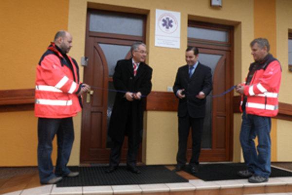 Stanicu záchrannej služby Falck otvorili primátor Peter Korec a generálny riaditeľ Ján Šteso.