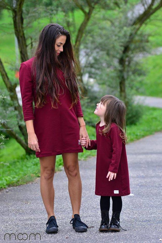 V šatách MooM sa môže takto zladiť aj mama s dcérou.