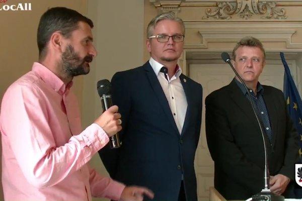 Zľava Attila Domik (športový riaditeľ MŠK R. Sobota), Tamás Szabó (konateľ Borsodsport Invest Kft.) a Miroslav Bitala (konateľ MŠK R. Sobota).