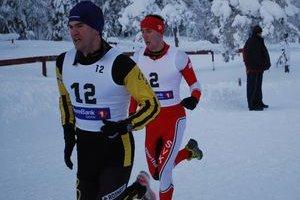 Tomáš Jurkovič (v červenom) počas behu na ME v Nórsku.