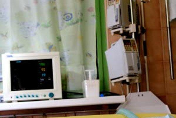 Deti z občianského združenia Priatelia stonožky zo Žiliny maľujú a predávajú pohľadnice. Za získané prostriedky kúpili dve infúzne pumpy, ktoré darovali 25. februára 2010 jednotke intenzívnej starostlivosti na detskom oddelení Fakultnej nemocnice v Žiline