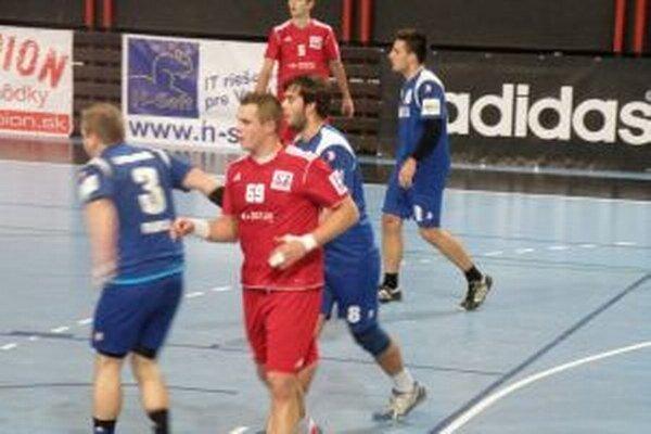 Hároník (v červenom) dal proti Modre dva góly.