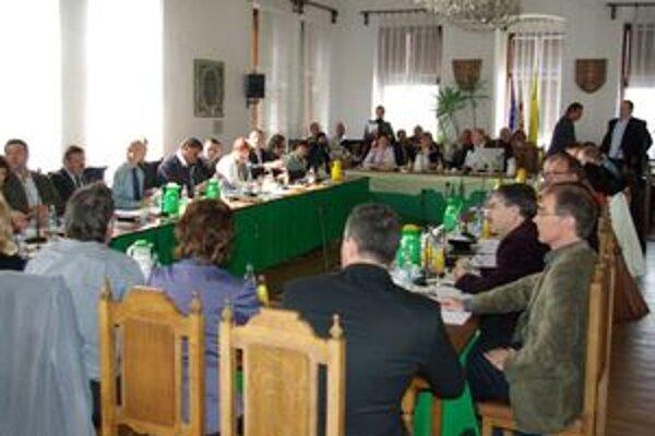 Poslancom mestského zastupiteľstva v Žiline ani druhé mimoriadne rokovanie netrvalo dlho. Tentoraz sa im nepozdával program.