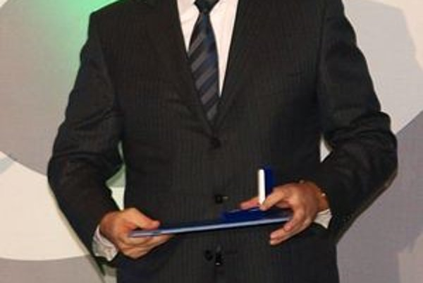 Juraj Široký si ako prezident SZĽH prevzal Strieborné kruhy na galavečeri Slovenského olympijského výboru.