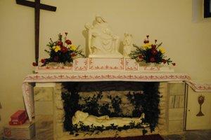 Boží hrob v kostolíku.