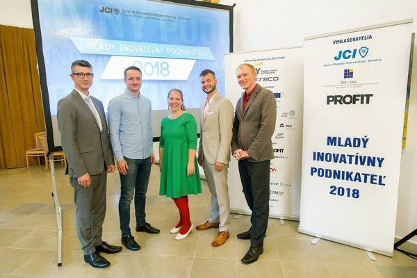 Finalisti projektu o Mladého inovatívneho podnikateľa roka 2018. (zľava: Peter Kilián, Andrej Dula,Jana Kadaňková,Tomáš Brngál,Andrej Fogelton