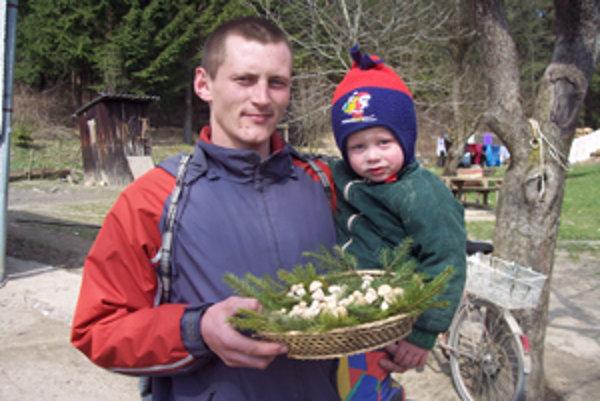 Tento rok cez leto bude s ockom Andrejom Paškom chodiť aj dvojročný synček Sebastián.