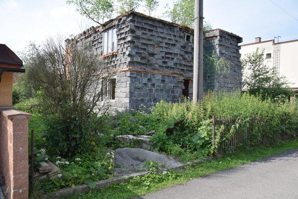 """Ruina v Podvysokej. Tento """"dom"""" je neobývaný vyše dvadsať rokov."""