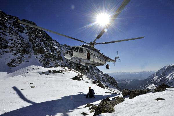 Súčasťou obstarávania je aj systém odstrelu lavín z podvesu vrtuľníka.