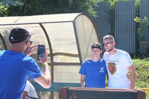 Milan Škriniar sa počas podujatia ochotne nechal fotografovať s fanúšikmi.