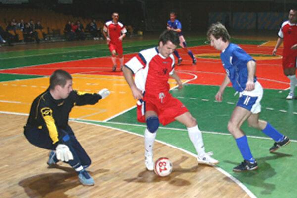 Futsalisti žilinského Makroteamu si podľa očakávania doma poradili s posledným celkom tabuľky Divusom Górnik Trnava.