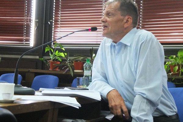O znížení počtu poslancov v Žiari vzhľadom na znižujúci s apočet obyvateľov hovoril jedine Miloš Slávik.