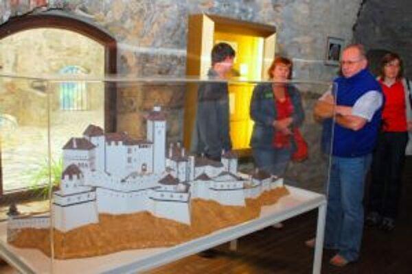 Hrad Strečno návštevníkom ponúka zaujímavú expozíciu.