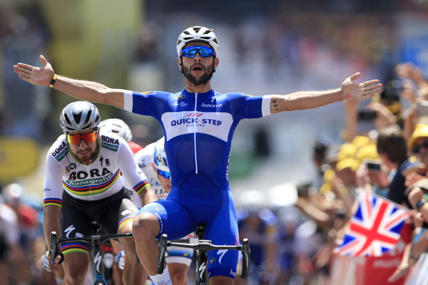 Fernando Gaviria zdolal Petra Sagana na Tour de France vo dvoch šprintoch.