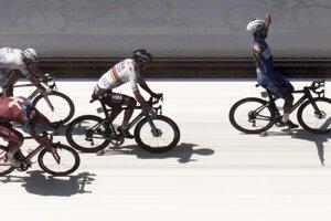 Peter Sagan (druhý sprava) na cieľovej fotografii v prvej etape Tour de France 2018.