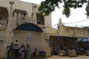 Vstup do väznice v Bamaku, kde od novembra 2016 držia bývalého príslušníka SIS Ľuboša Kosíka.