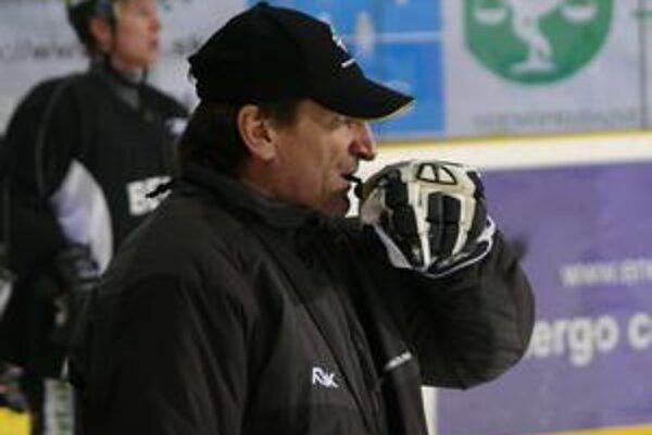 Tréner Ladislav Spišiak už dnes predpoludním viedol žilinských hokejistov na tréningu.