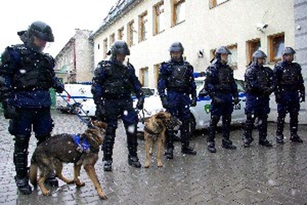 Spolu s kvalitnými služobnými psami majú mestskí policajti zvládnuť aj konflikty na futbale.