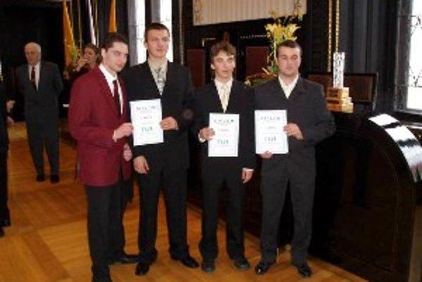 Víťazi získali diplomy a nadviazali nové priateľstvá.