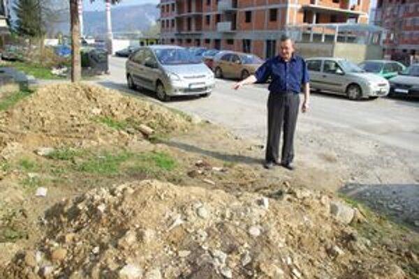 Domovník Pavel Hrožný hovorí, že chce pre ľudí z bytoviek slušné okolie. MY Žilinské noviny preto oslovil aj v minulosti.