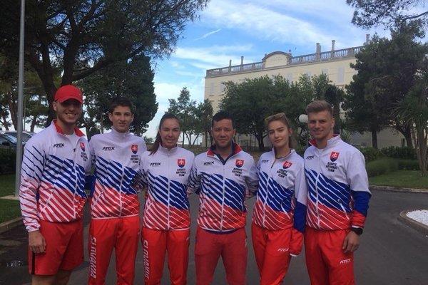 Laura Pálinkášová (tretia zľava)v reprezentačnom tíme.