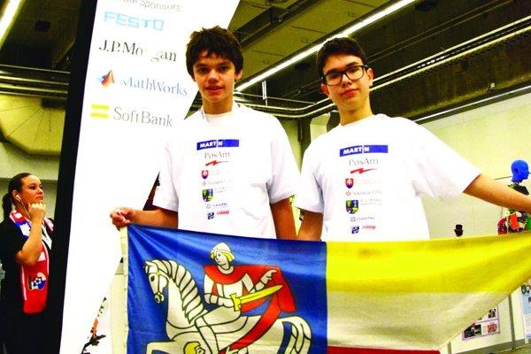 Mladí reprezentanti s martinskou vlajkou.