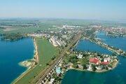 Letecký pohľad na vodnú plochu Seneckých jazier.