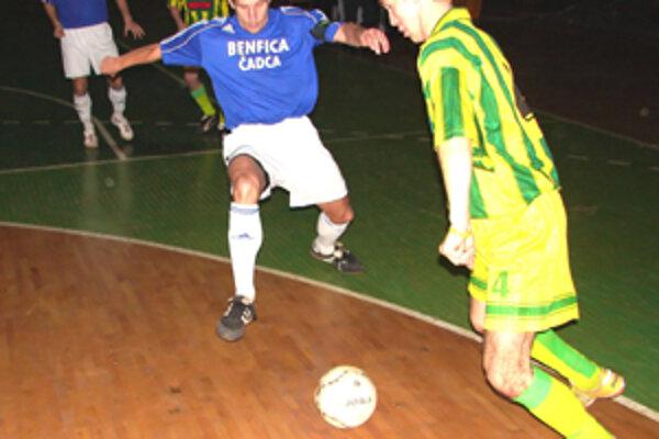 Futbalisti z Čadce oplatili Žilinčanom ligovú prehru a v zápase Pohára stredoregiónu zvíťazili na žilinskej palubovke.