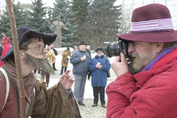 """Ivan Köhler v """"akcii"""" počas minuloročných fašiangov v Žiline."""