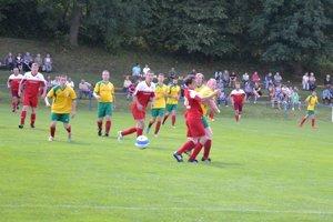 Foto z vlaňajšieho turnaj starostov v Mikušovciach zo zápasu Č. Kameň (v červenom) - Dulov.