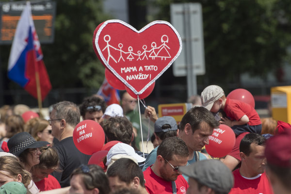 Pochod za tradičnú rodinu v Bratislave.