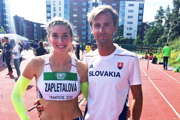 Emma Zapletalová s trénerom Petrom Žňavom.