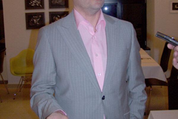 Dimitrij Safončík usporadúva ochutnávky kvalitných vín z celého sveta.