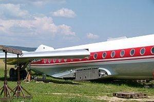 Lietadlo je už na letisku v Slavnici. Práce na ňom pokračujú rýchlym tempom.