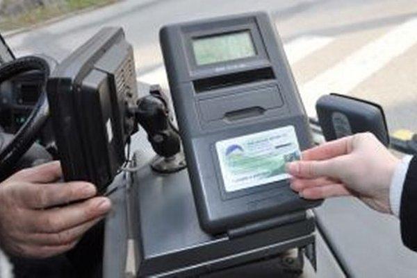 Čítačky autobusového dopravcu SAD Liorbus nedokážu prečítať nové ISIC karty.