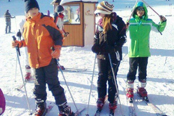 Na Kubínskej holi sa Chorváti učili lyžovať v požičanom výstroji.