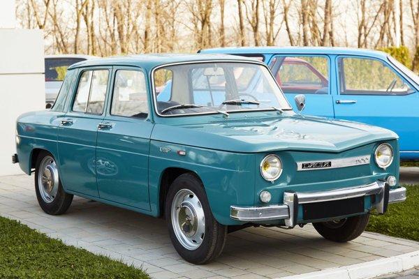 Model 1100 bol vôbec prvým automobilom značky Dacia – toto vozidlo s motorom uloženým vzadu bolo po technickej stránke identické s modelom Renault 8.