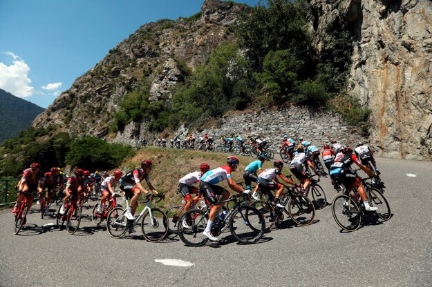 Cyklisti počas dvanástej etapy Tour de France 2018.