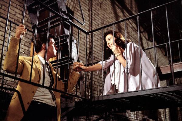 Richard Beymer a Natalie Wood ako Tony a Maria v hlavných úlohách filmovej verzie West Side Story z roku 1961.